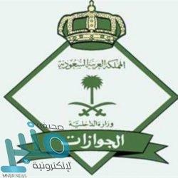 """شاهد..""""خادم الحرمين"""" يؤدي صلاة الميت على الأمير بندر بن عبدالعزيز آل سعود"""