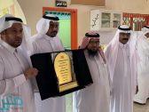 مدرسة طارق بن زياد تُكرّم القرني لحصوله على درجة الدكتوراه
