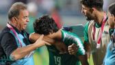 دموع لاعب عراقي تشعل مواقع التواصل بعد وداع بطولة خليجي 24