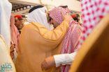 """نائب أمير الرياض ينقل تعازي القيادة لأسرة الشهيد """"القحطاني"""""""