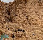 مدني حوطة بني تميم ينقذ مواطناً سقط واحتجز في سفح جبال ظهرة السوط