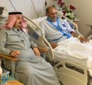 """أمير الرياض يطمئن على صحة """" فهد بن عبدالواحد"""" بعد العارض الصحي"""