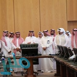 إقبال واسع على ركن الخط العربي بجناح المملكة في معرض تونس للكتاب