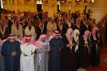 أمير الرياض يؤدي صلاة الميت على الأمير بدر بن محمد بن عبدالرحمن