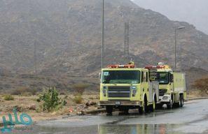 """""""مدني القنفذة"""" ينقذ شخصَيْن انقلبت سيارتهما في وادي شسع"""
