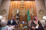 ولي العهد يلتقي رئيس وزراء باكستان