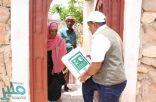 مركز الملك سلمان للإغاثة يوزع 500 كرتون من التمور في جزيرة سقطرى