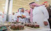 أمير القصيم يزور مهرجان العنب ويكرم الرعاة والمشاركين