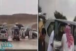 شاهد: لحظة إنقاذ الأمير فيصل بن عبدالرحمن لمواطن احتجزه السيل