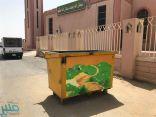 شاهد.. حاويات النفايات في نجران تتزين برسومات وألوان مبهجة