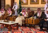 """""""أمير عسير"""" يسلّم 72 مواطناً من ذوي الشهداء والمصابين منحهم الملكية"""