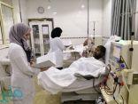 طلاب وطالبات يتدربن في مركز الخياط الخيري على المختبر والأشعة والتغذية