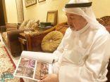 """خطاط المصحف """"طه عثمان"""" يروي موقفاً طريفاً حدث معه أثناء كتابة القرآن"""