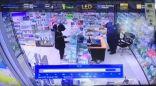 شاهد: ملثمون يسطون على صيدلية في الخرج بأسلحة نارية