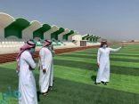 """""""رئيس بلدية مركز القفل"""" يتفقد مشروع ملعب كرة القدم"""