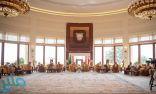 خادم الحرمين يستعرض مع ملك البحرين العلاقات الأخوية بين البلدين