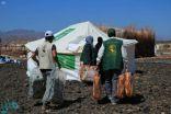 مركز الملك سلمان للإغاثة يوزع مواد إيوائية للمتضررين من السيول في مأرب