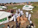 مركز الملك سلمان للإغاثة يوزع المواد الايوائية للمتضررين من السيول في ولاية سنار السودانية