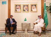 وزير الخارجية يستقبل الأمين العام لمنظمة السياحة العالمية
