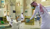 شؤون الحرمين توزع وجبات لإفطار الصائمين في المسجد الحرام