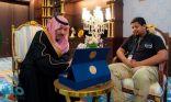 """أمير الباحة يستقبل فريق """"ساعد التطوعي"""" .. ويدشن آليات الفريق للإنقاذ"""