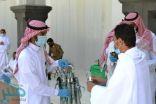 رئاسة شؤون الحرمين توزع أكثر من (400) مظلة لضيوف الرحمن