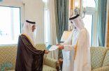 سفير خادم الحرمين المعين لدى قطر يقدم نسخة من أوارق اعتماده