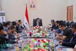 الحكومة اليمنية ترفض تهديد برنامج الغذاء العالمي بتعليق المساعدات