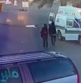 أثناء إسعاف مريض.. لصان يسرقان مقتنيات سيارة إسعاف في تبوك (فيديو)