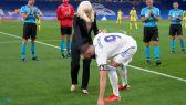 بنزيما يساعد بطلة بارالمبية في ارتداء حذائها قبل مباراة ريال مدريد وفياريال