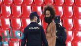 مشجع يقتحم مباراة مانشستر يونايتد وغرناطة عاريا تماما