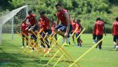 اتحاد الكرة العماني يوضح أسباب تدريب لاعبي المنتخب في موقف سيارات في معسكر صربيا
