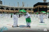 شؤون الحرمين توزع قرابة (9) الآف مظلة على قاصدي المسجد الحرام في صحن المطاف